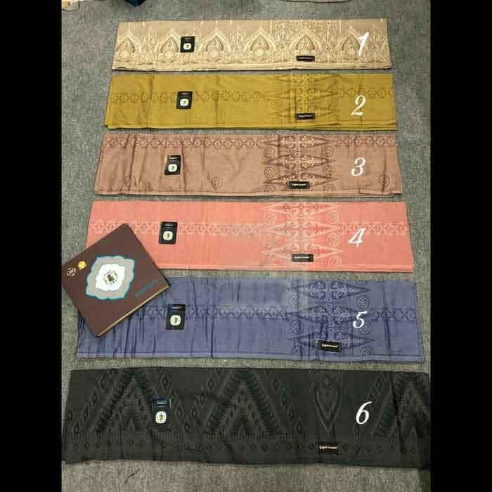 Indonesian sarong wholesale with Jacquard Fabric
